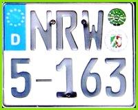 Kfz Kennzeichen Landesunterscheidungszeichen auf einem Dienstmotorrad des Landes Nordrhein Westfalen