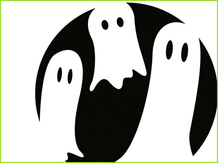 Zucche di Halloween che scolpiscono i fantasmi dei modelli