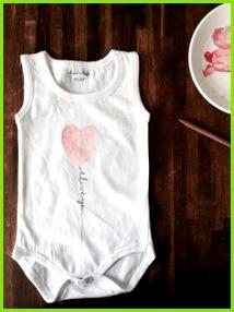 Strampler Bemalen Babygeschenke Diy Baby Strampler Baby Geschenke Basteln Mit Kindern