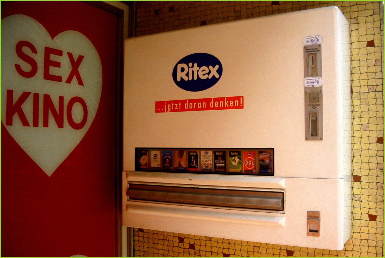 File Kondomautomat mit Ritex Logo Eingang neben shop Sonnenwall Duisburg 2003