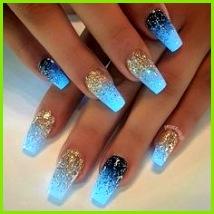 Lustige Nägel Hellblaue Nägel Marmor Nägel Metallische Nägel Chrome Nägel Funkelnde