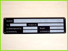 Das Bild wird geladen Typenschild PKW Anhaenger blanko od lasergraviert beschriftet Schild