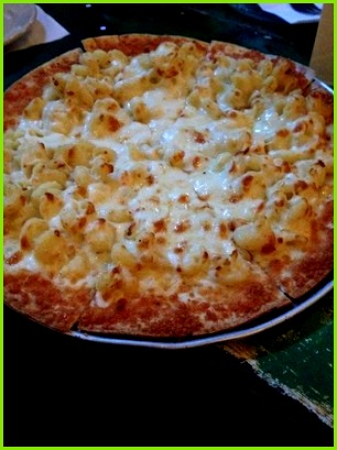 mon Man Mac and Cheese Pizza Yum