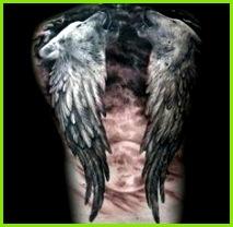 ein großer roter mond und zwei schwarze engelsflügel und noch zwei heulende wölfe idee für einen