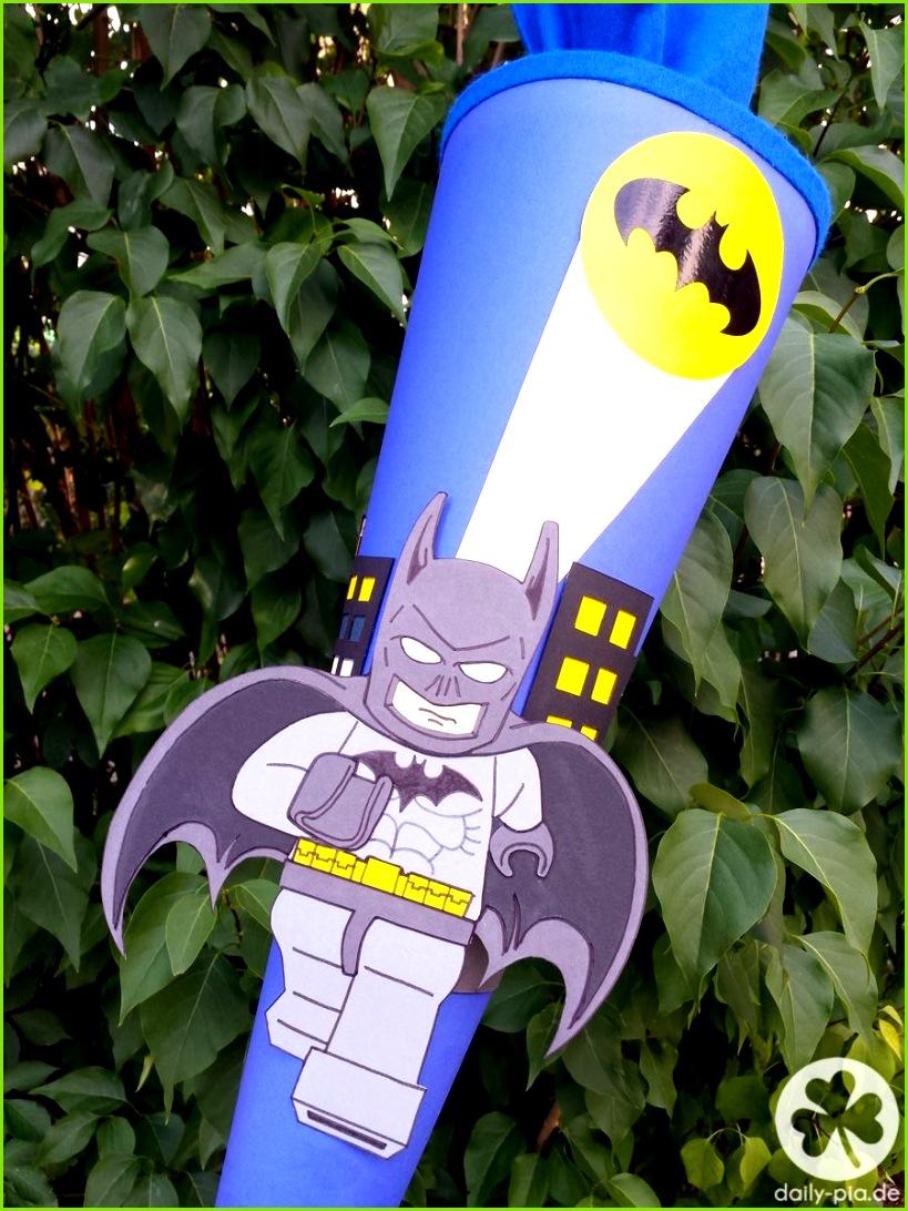 Do it yourself eine Motiv Schultüte selber basteln Mit Lego Batman Beispiel