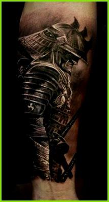 kämpfer tattoo unterarm tätowieren unterarmtattoo in schwarz und grau Krieger Tattoo Vorlagen Tattoo