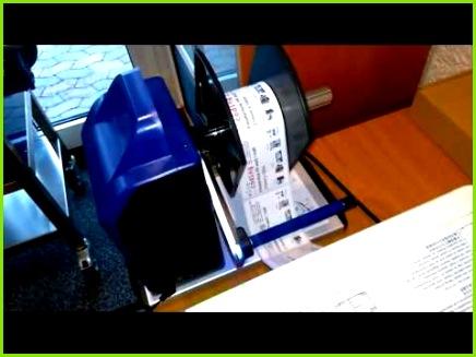 ELVO Coding Etikettendrucker PRINTUS C100 Bedrucken von vorgestanzten Etiketten