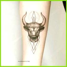 Top 45 Stier Tattoos Designs und Ideen für Männer und Frauen designs frauen