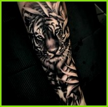 Dynamic tiger tattoo by Kimmo Angervaniva Löwin Tattoo Idee Tattoo Tattoo Zeichnungen Tattoos